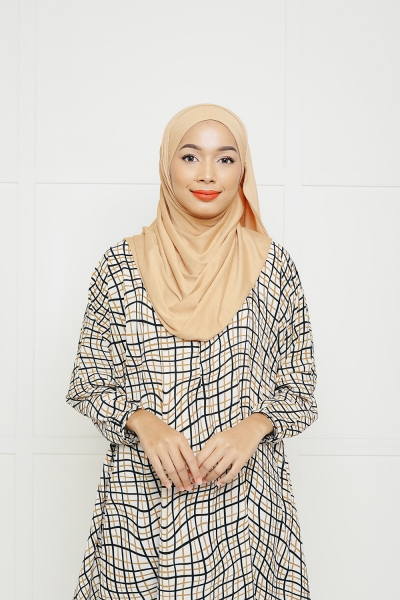 EZY SHAWL > Sandy Brown